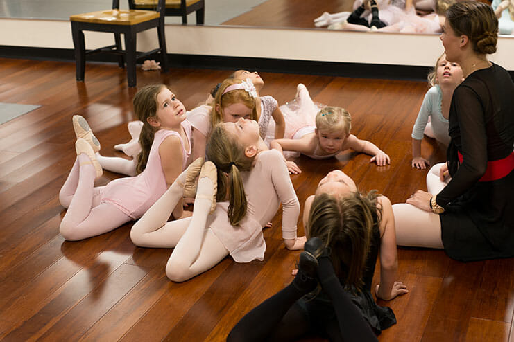 Pre-Primary Pre-School Dance (Age 3 – 5), Lasley Centre for the Performing Arts, Young Kids Dance Classes, Lauren Lasley teaching a girls dance class